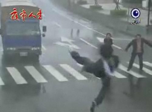 台湾ドラマの交通事故シーン