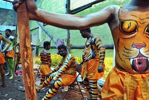 インド南部の祝祭「虎の舞」