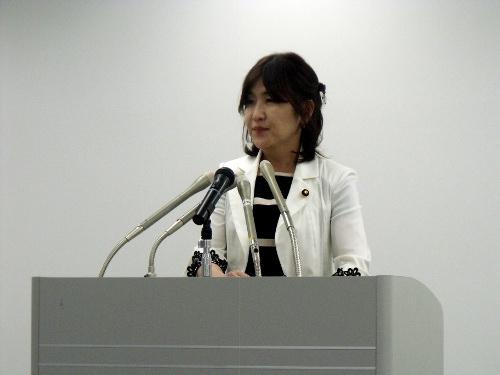稲田朋美・内閣府特命担当大臣定...