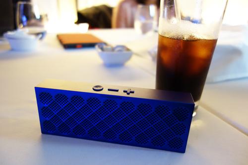 JAWBONEがコンパクトなワイヤレススピーカー『MINI JAMBOX』を国内で発売 アルミ一体構造でデザイン性と高音質を両立