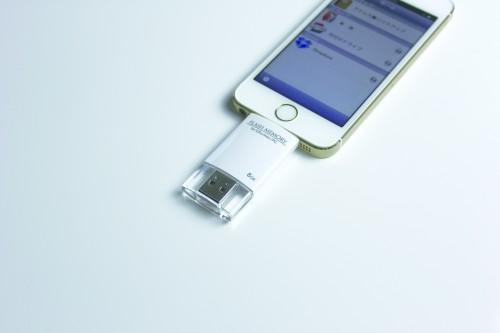 ライトニングコネクタ対応USBフラッシュメモリー8GB_使用例
