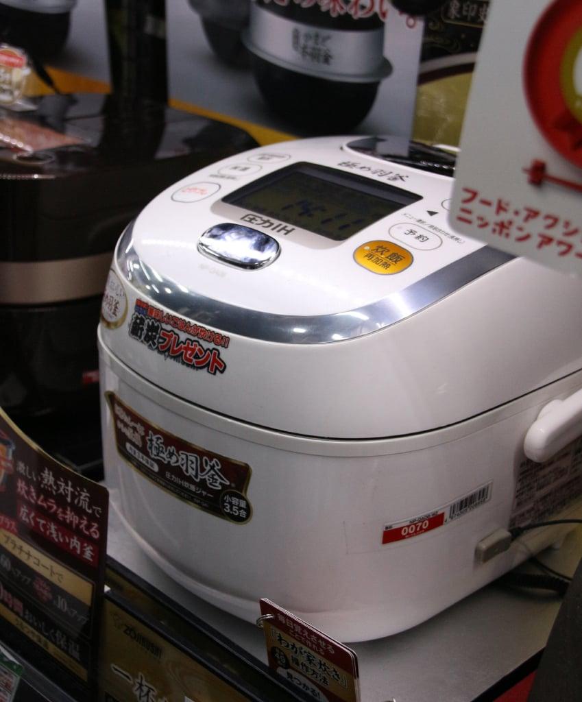 白い炊飯器 象印