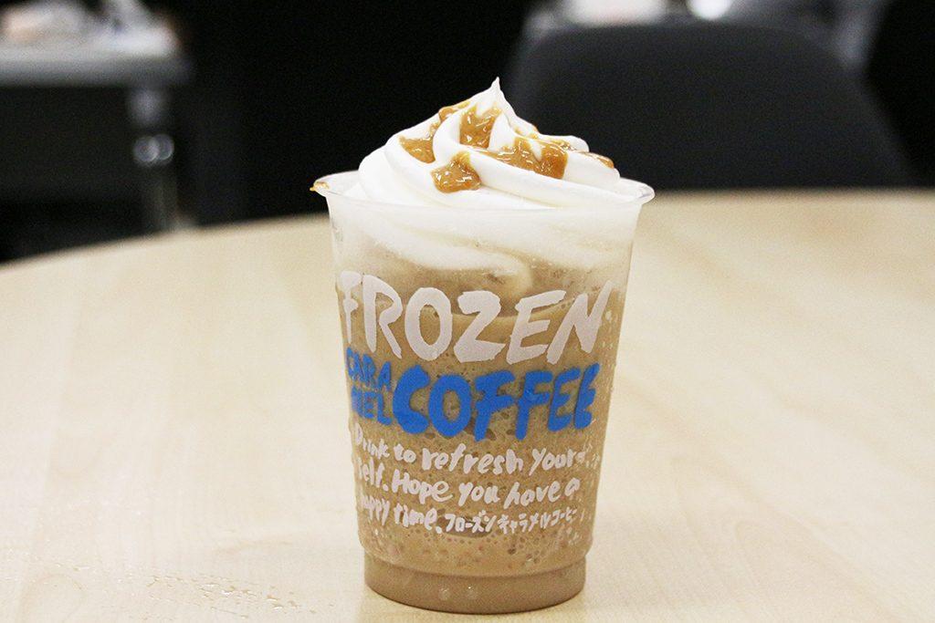 【コンビニアイス全レビュー】かき氷とカフェドリンクが一度に楽しめるよ! ローソン『マチカフェフローズン キャラメルコーヒー』