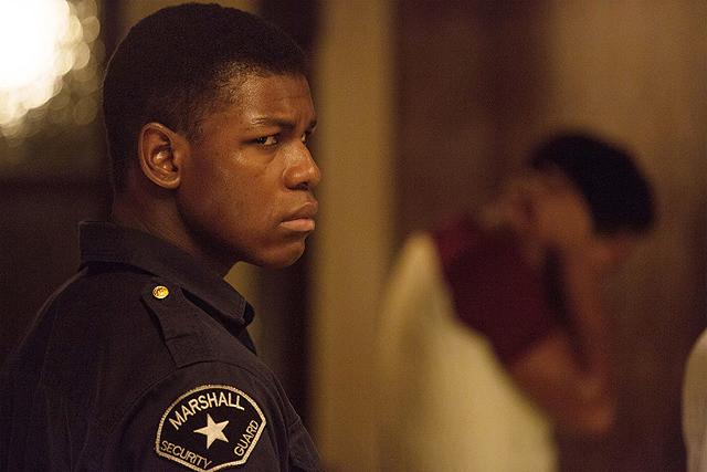 映画レビュー:ひとつの憎しみが何を生み出し何を破壊するのか? 実在の暴動事件を描く『デトロイト』