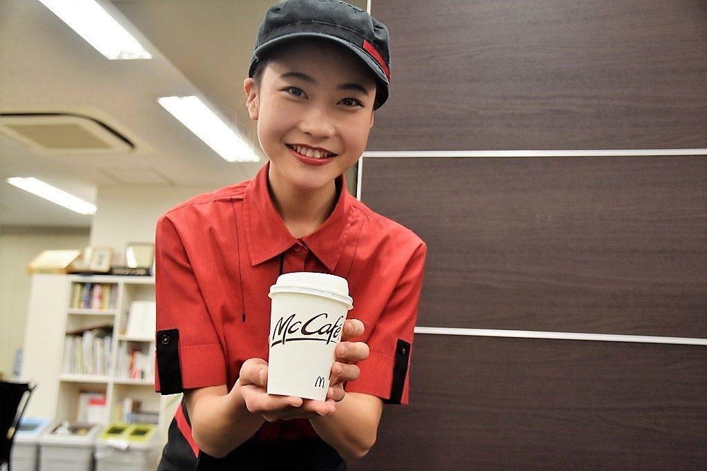 マックのホットコーヒーがまた無料で飲めるぞ! 朝の時間帯だぞ! クルーのお姉さんが実施期間を教えてくれました
