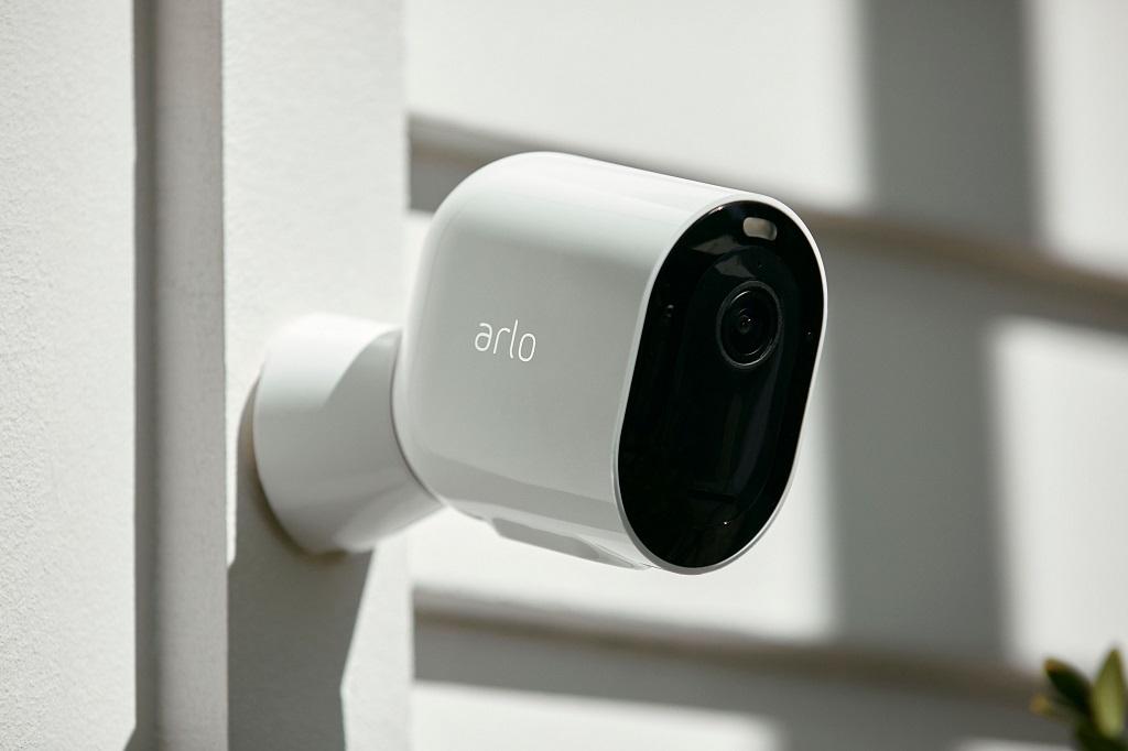 Arloが家庭用ネットワークカメラ「Arlo Pro 3」を発表 2K HDRと夜間カラー撮影に対応して基本セットは5万9800円