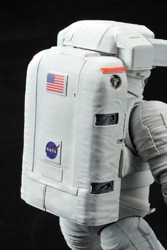 『1/10 ISS 船外活動用宇宙服』セーファー装着状態