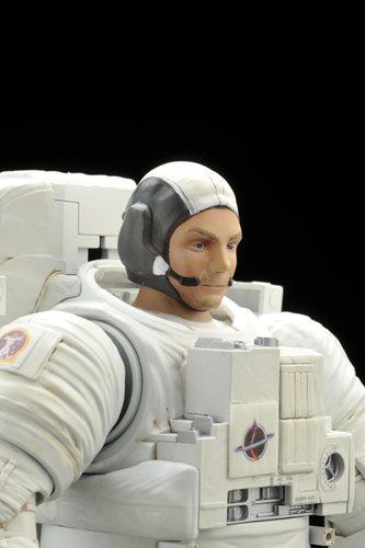 『1/10 ISS 船外活動用宇宙服』ヘルメット取り外し時