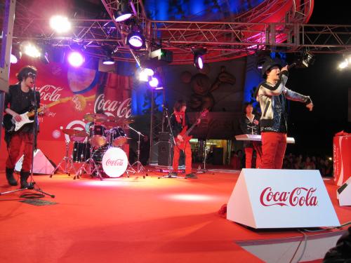 コカコーラ男。ライブ