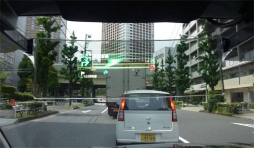 赤信号の場合は赤い「S」の文字を表示