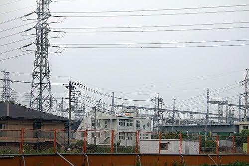 電線と鉄塔