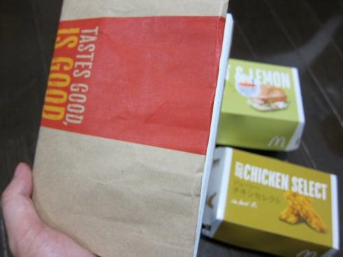 マクドナルドで紙袋でブックカバー  ブックマック