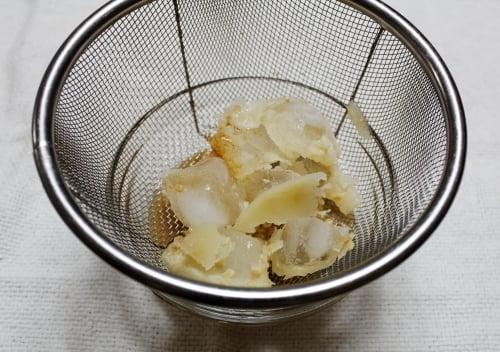 液体スープの中の脂分
