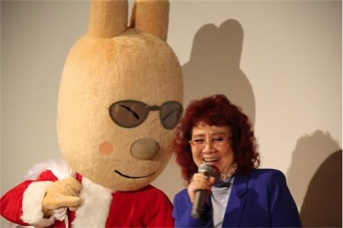 野沢雅子さん 舞台挨拶では着ぐるみに囲まれた野沢雅子さんが作品や子どもの頃について語... 大人