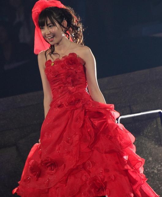 写真で振り返る「AKBじゃんけん大会」 真紅ドレス、振り袖、剣闘士・・・それぞれの衣装と決着の瞬間 | ガジェット通信