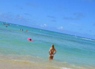 ハワイに行く人の半数以上がスマホを保有していることが判明 利用法はもちろん「ハワイなう」?