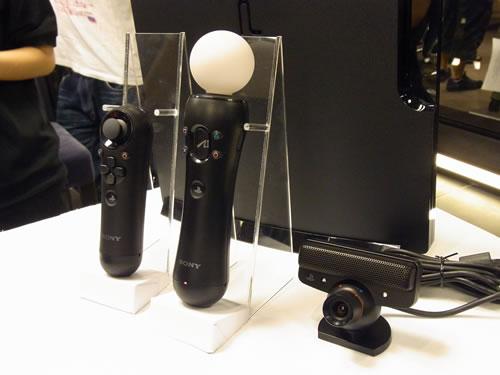 『PlayStation Move モーションコントローラ』と『PlayStation Eye』が基本構成。これに『PlayStation Move ナビゲーションコントローラ』が補則します