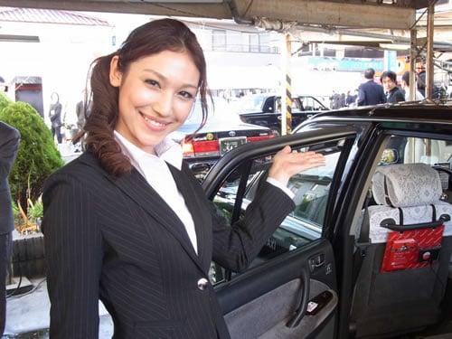 藤井マリナさんがエスコートしてくれました