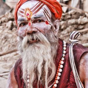 インドを放浪する修行僧サドゥーの収入や家族は? 体一つでどうやって ...