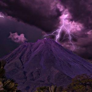 雷 火山 火山雷