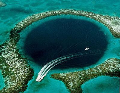 ▲4位 サンゴ礁の穴(隕石の穴)▲ この穴はけっこう有名だと思うのですが... 世界中の穴という