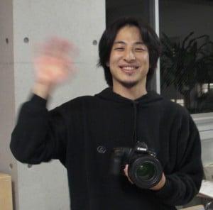 ニュース記者に転身したと噂のひろゆき氏